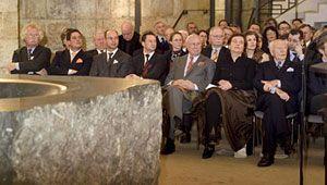 Zahlreiche Ehrengäste waren beim 7. Dresdner Salon in der Unterkirche der Frauenkirche versammelt.